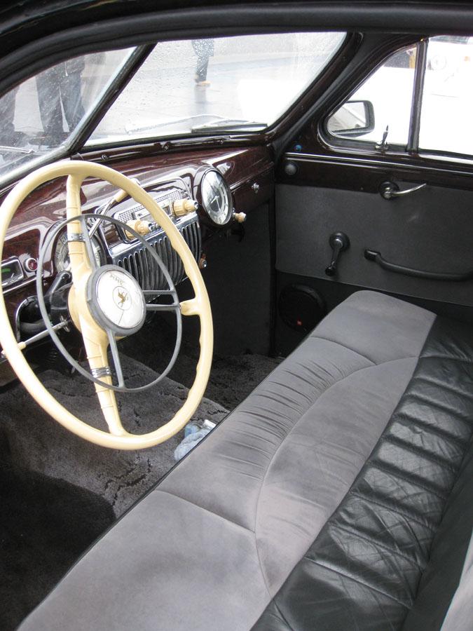 Ретро-автомобиль ГАЗ-12 ЗИМ